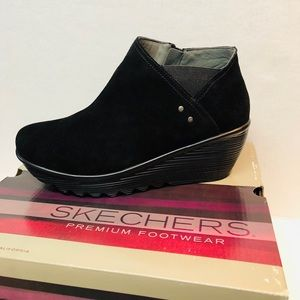 Sketchers Ditto 10W  Suede Ankle Boot Air Cool